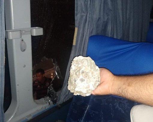 Ônibus de torcida do Flamengo é atingido por pedra em Salvador