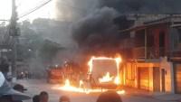 Bandidos incendeiam ônibus na Grande Belo Horizonte