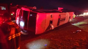 Ônibus tomba no interior de São Paulo deixando um morto e 31 feridos