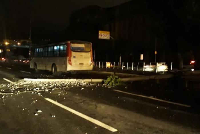 Acidente com dois ônibus deixa feridos no Rio de Janeiro