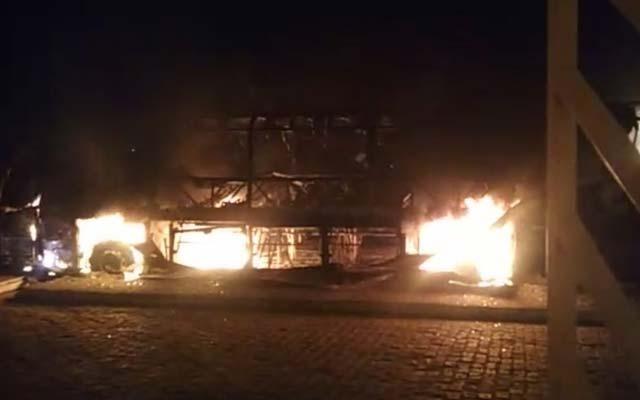 Ônibus da Falcão Real pega fogo no interior da Bahia