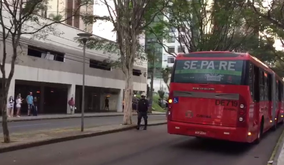 Motorista acaba agredido após acidente com ciclista em Curitiba