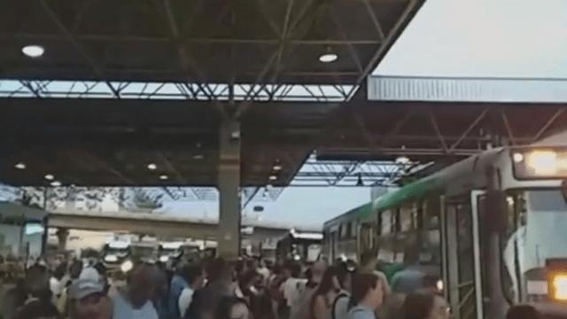 Atrasos em ônibus gera transtorno no Terminal Santo Antônio em Sorocaba