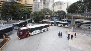 Rodoviários paralisam o trânsito e fecham terminais em São Paulo durante  protesto