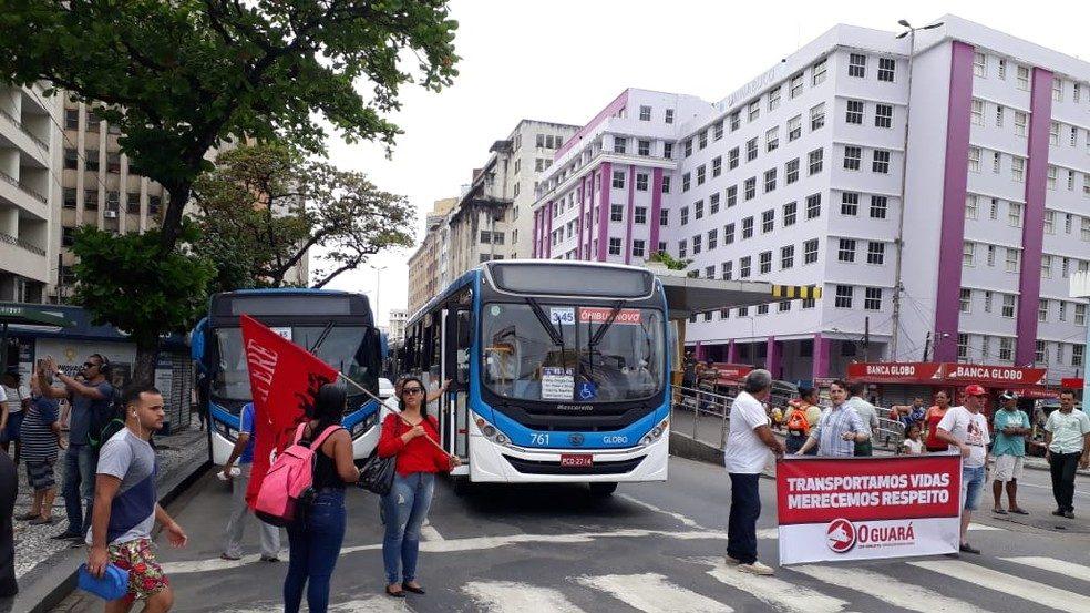 Rodoviários realizam paralisação no Recife nesta manhã de quarta-feira