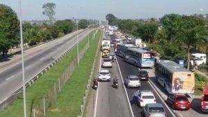 Tiroteio fecha a BR-101 em São Gonçalo nesta manhã de terça-feira