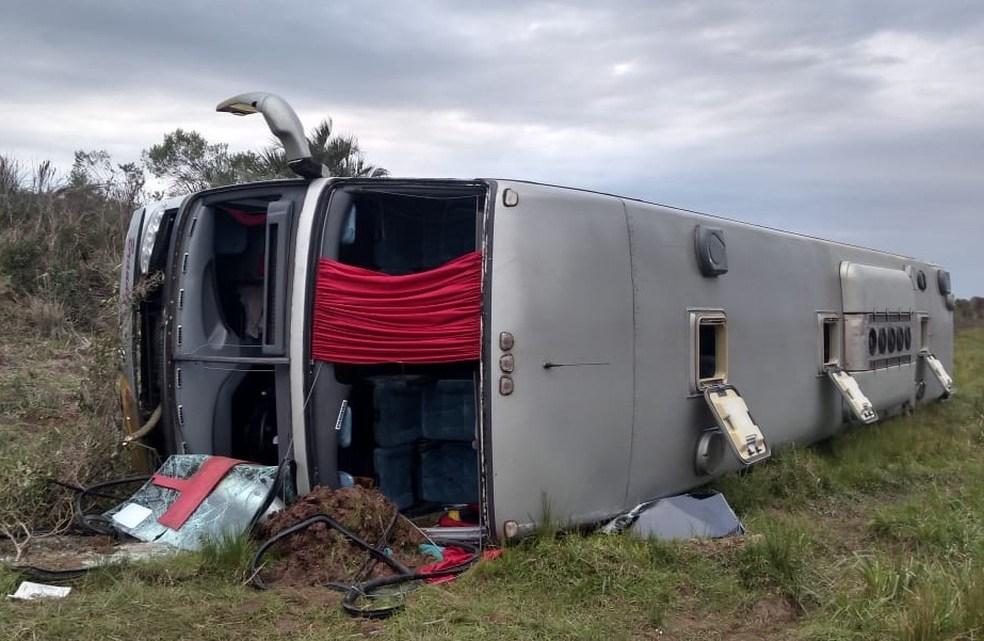 RS: Ônibus de turismo tomba deixando 12 feridos na BR-287