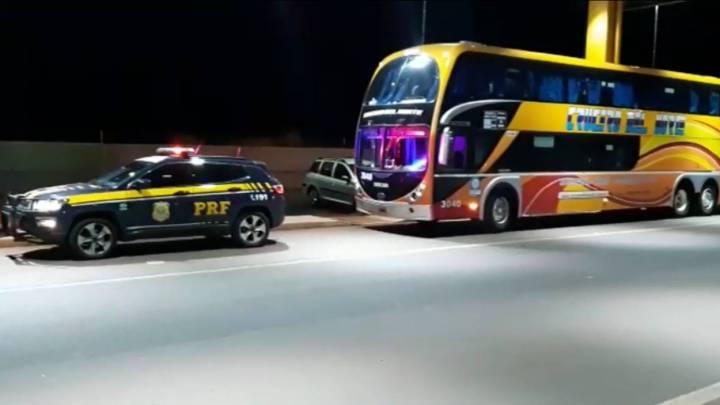 Ônibus da Crucero del Norte é apreendido pela PRF com R$ 28 mil em multas não pagas