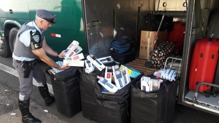 Carga de cigarros é apreendida em bagageiro de ônibus no interior de SP