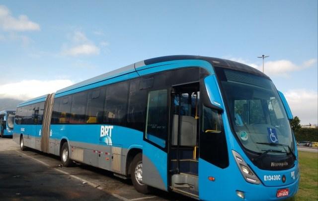 BRT Rio tem atrasos e lotação nesta tarde de quinta-feira