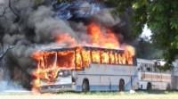 SP: ônibus acaba incendiado no município de Paulicéia