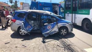 Salvador: Acidente entre ônibus e viatura deixa dois policiais feridos