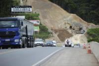 SC: BR-470 acaba liberada após bloqueio para detonação de rochas