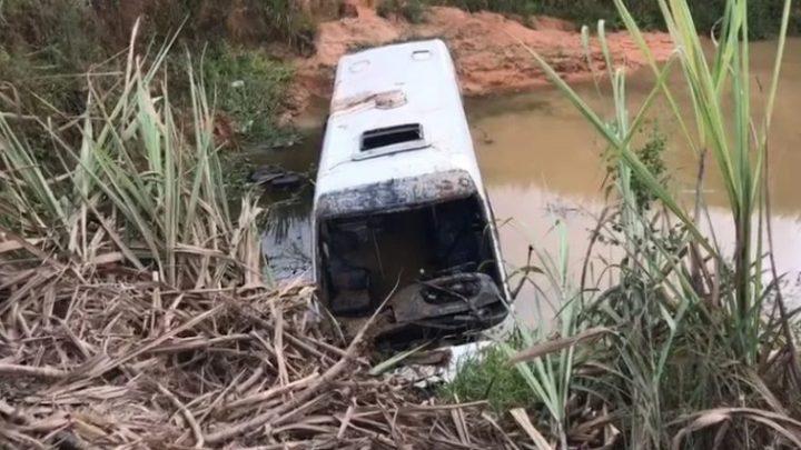Motorista acaba morrendo em acidente com ônibus no interior de Pernambuco