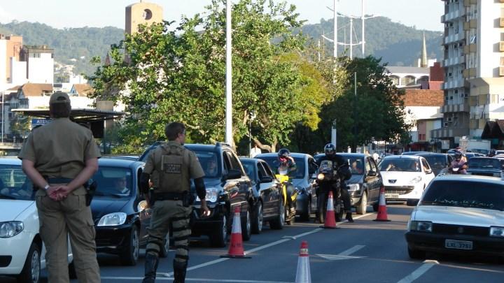 SC: PM fará operações de trânsito no desfile da Oktoberfest desta quarta-feira