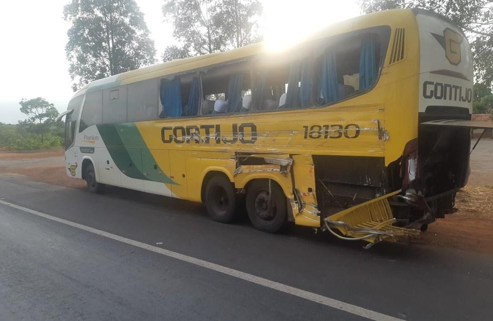 Acidente com ônibus da Gontijo deixa 4 feridos na BR-365