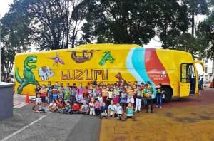 Espetáculo teatral é encenado de graça dentro de ônibus em Salvador e Lauro de Freitas