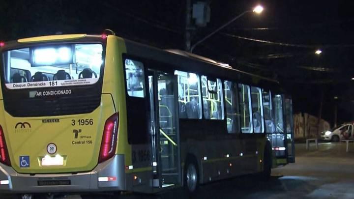 São Paulo: Motorista de ônibus surta com baile funk, e esfaqueia flanelinha e atira em três pessoas