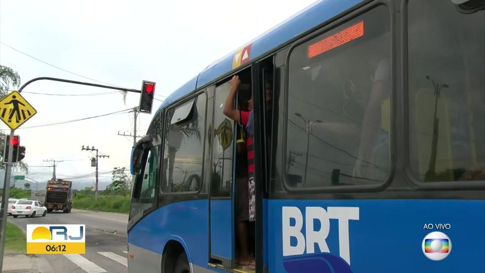 BRT Rio segue superlotado e com irregularidades