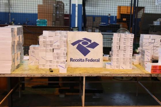 Ônibus com 300 celulares contrabandeados é apreendido no Paraná
