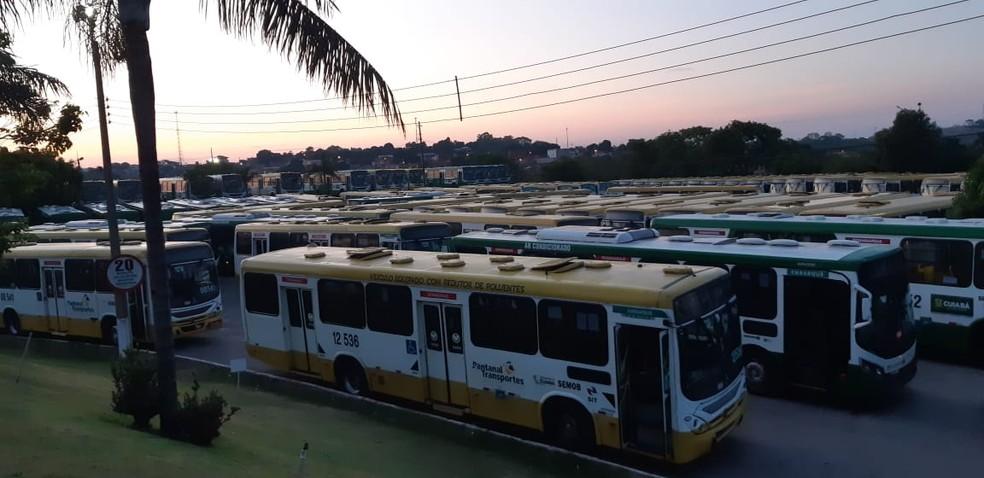 Protesto deixa 210 ônibus paralisados em Cuiabá
