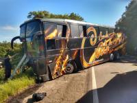 Acidente entre carro e ônibus deixa um morto na rodovia RSC-453