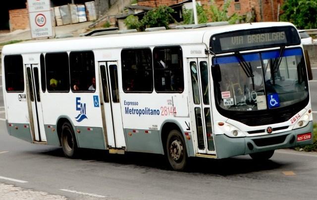 Salvador: Passageiros ficam feridos após ônibus passar em alta velocidade em queba-mola