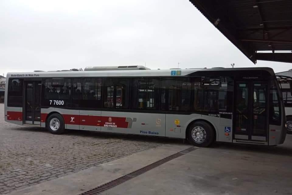 Nova pintura de ônibus de São Paulo começa ser implantada na cidade