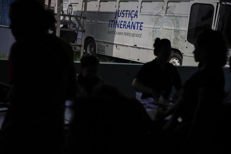 Manaus: Ônibus da Justiça Itinerante atende na Delegacia da Mulher do Parque 10