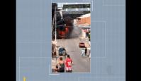 SP: Micro-ônibus pega fogo em Itaquaquecetuba