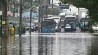 Grande Vitória teve manhã complicada no trânsito por conta da chuva desta sexta-feira