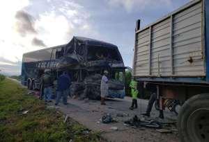 Acidente entre ônibus e caminhão deixa cinco mortos na Bolívia