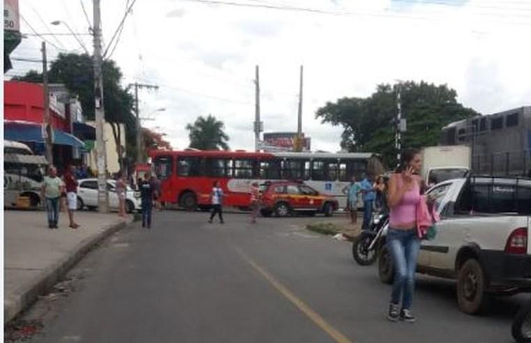 MG: Acidente entre ônibus e trem deixa dois feridos em Betim