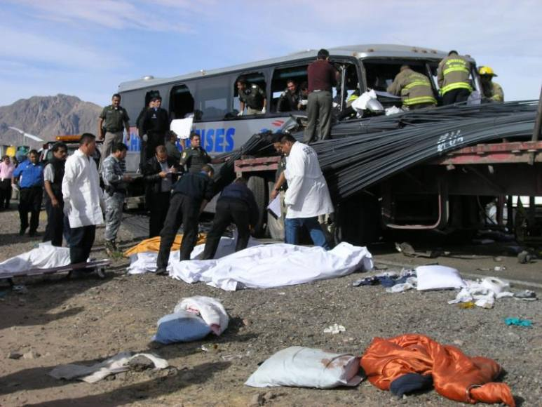 México: Vídeo mostra acidente com ônibus pirata que deixou 12 mortos e 30 feridos
