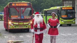 RJ: Ônibus natalino chama atenção em Niterói na Região Metropolitana