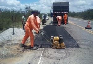 DNIT realiza obras de manutenção na BR-324/BA