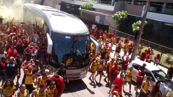 Recife: Torcida do Sport celebra boa ação do time em Boa Viagem
