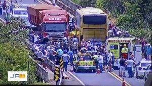 GO: Acidente entre ônibus, caminhão e dois carros deixa um morto na BR-050 em Catalão