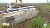 MS: Acidente com ônibus da Expresso Queiroz na BR-463 deixa cerca de 10 feridos
