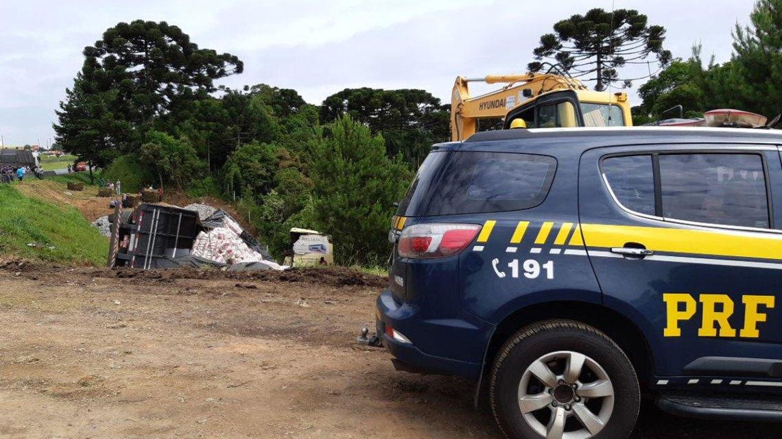 Acidente entre carreta e ônibus deixa 7 feridos na Região Metropolitana de Curitiba