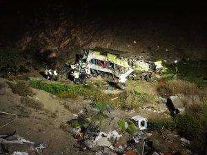Chile: Ônibus Double Deck da TurBus capota deixando 17 mortos na madrugada desta segunda-feira 2