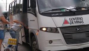 Micro-ônibus da saúde é flagrado carregando cervejas no Sul de Minas
