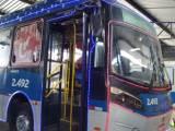 Ônibus iluminado e com decoração natalina vai percorrer ruas do Recife