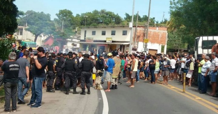 Protesto fecha a BR-101 em Campos dos Goytacazes na manhã desta quinta-feira