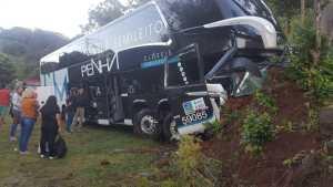 RS: Acidente com ônibus da Viação Penha deixa 5 feridos na BR-116 nesta terça-feira 17