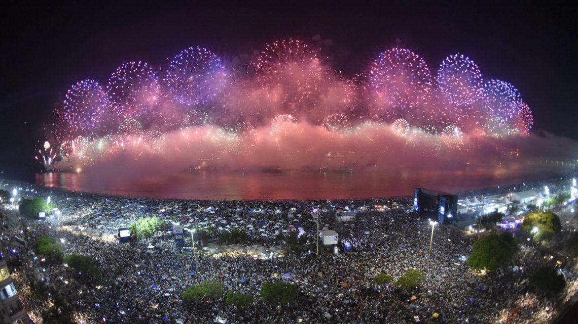 Prefeitura do Rio espera 2,8 milhões de pessoas no réveillon de Copacabana. Veja como fica o transporte