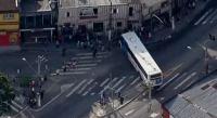 Bandidos usam ônibus para fechar rua durante assalto a banco na Zona Sul de São Paulo