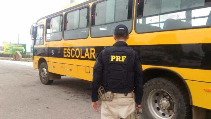 RN: PRF apreende ônibus escolar na BR-101