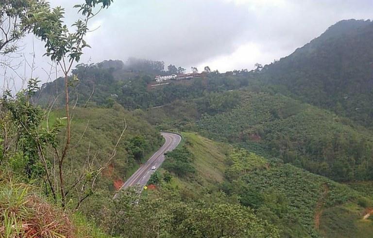 Equipes do DNIT atuam para garantir trafegabilidade nas rodovias federais do Espírito Santo