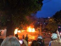 Ônibus pega fogo na Zona Sul do Rio e fecha a Rua Jardim Botânico